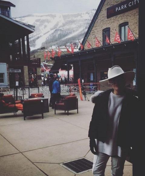 Романтический уикенд: Леди Гага и Тэйлор Кинни отдыхают в горах
