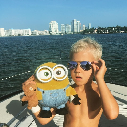 Маленькая копия: Джастин Бибер опубликовал стильные фото младшего брата