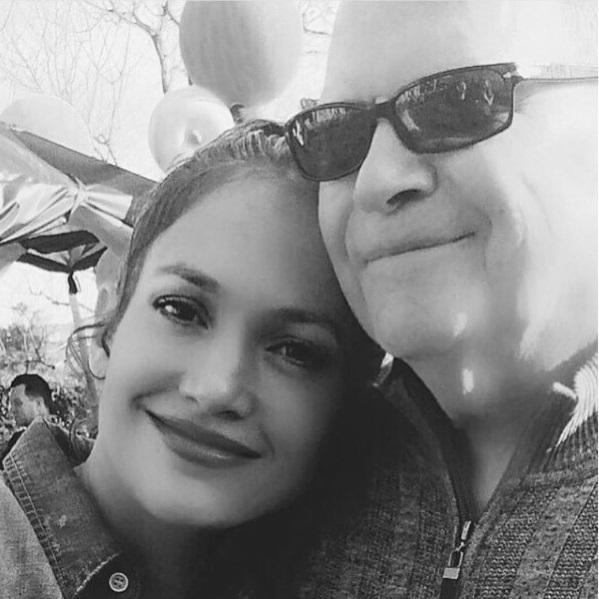 Дженнифер Лопес впервые показала своего отца