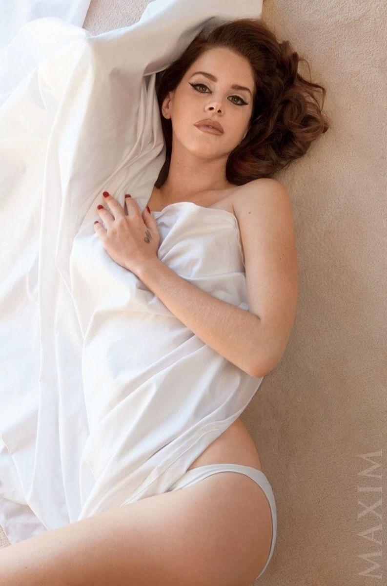 Лана Дель Рей снялась в сексуальной фотосессии для мужского глянца
