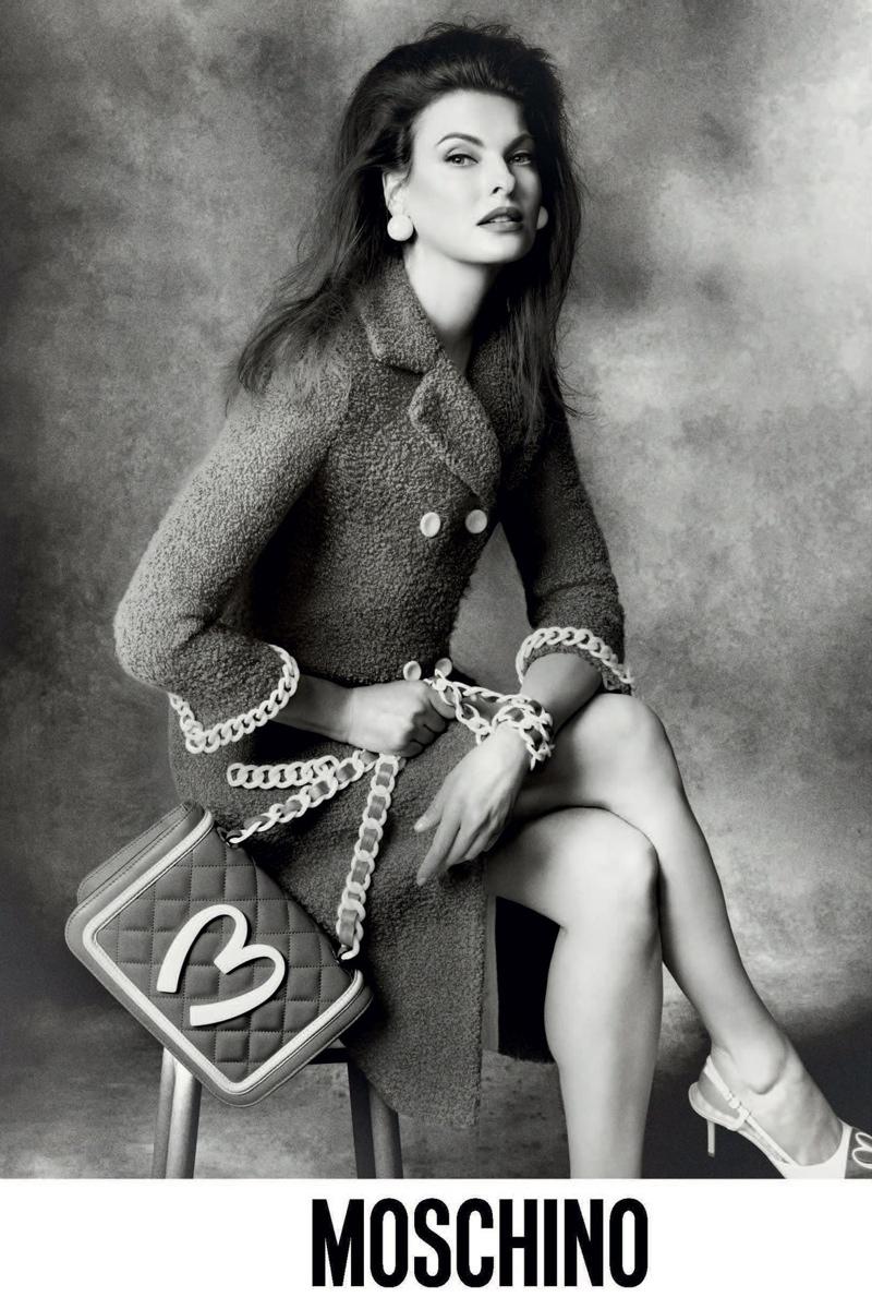 Линда Евангелиста в рекламе Moschino