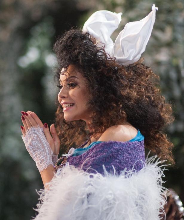 Сексуальная Настя Каменских показала платье, в котором встретит Новый год-2015