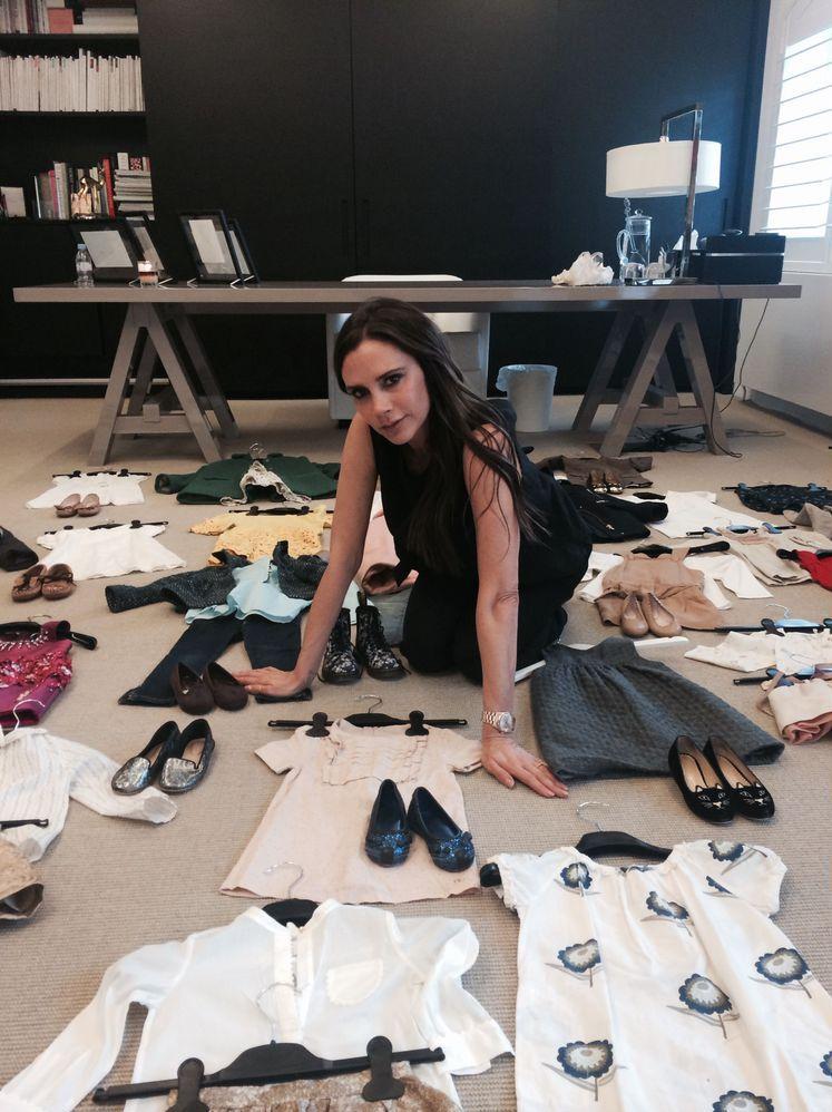 Виктория Бекхэм распродает одежду дочери Харпер