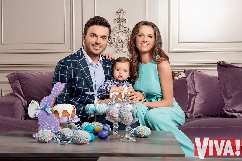 Григорий Решетник и его жена Кристина с сыном Ваней