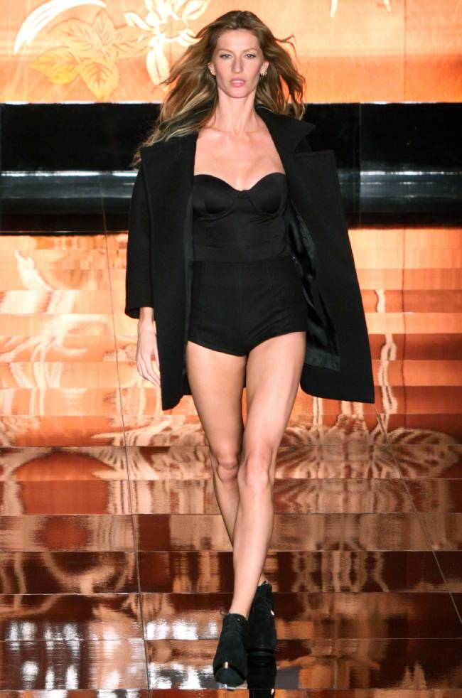 Прощай, подиум: Жизель Бундхен больше не будет участвовать в модных показах