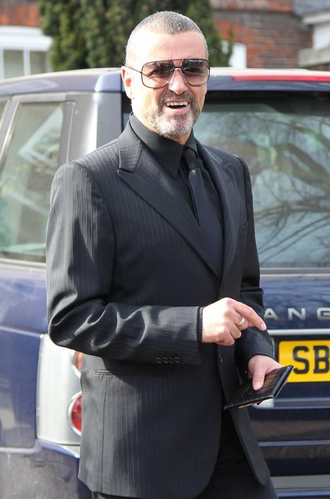 Джордж Майкл покончил жизнь самоубийством Джордж Майкл,Джордж Майкл фото,Джордж Майкл смерть