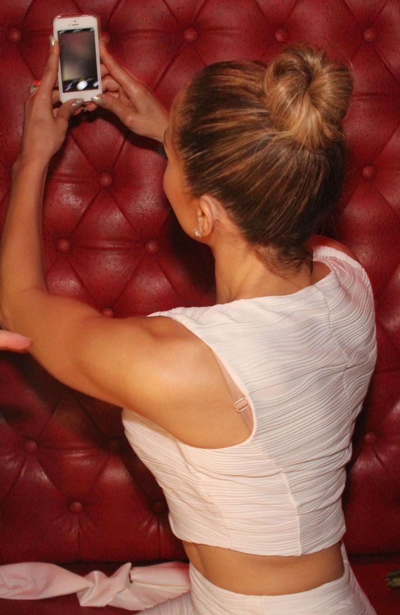 Дженнифер Лопес делает «селфи»