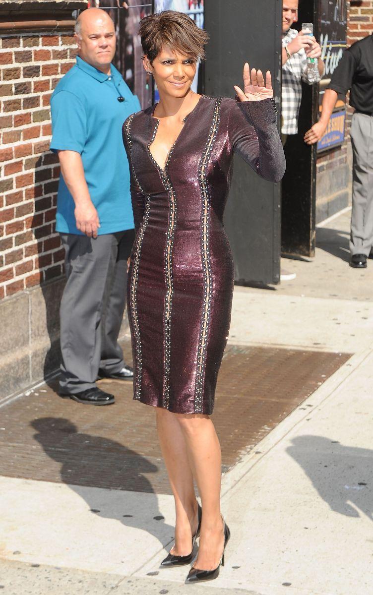 Холли Берри блистает в стильном платье