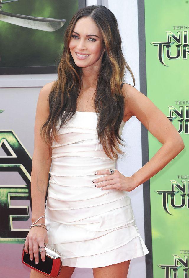 Длинноногая красавица Меган Фокс вышла в свет вышла в ультракоротком платье