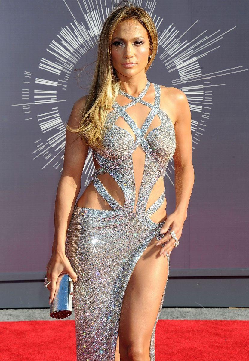 Дженнифер Лопес блистает в мега-откровенном платье