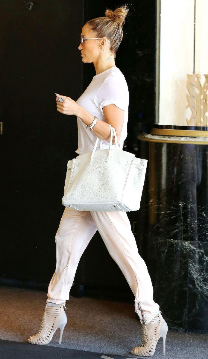 Уличный luxury-стиль Дженнифер Лопес