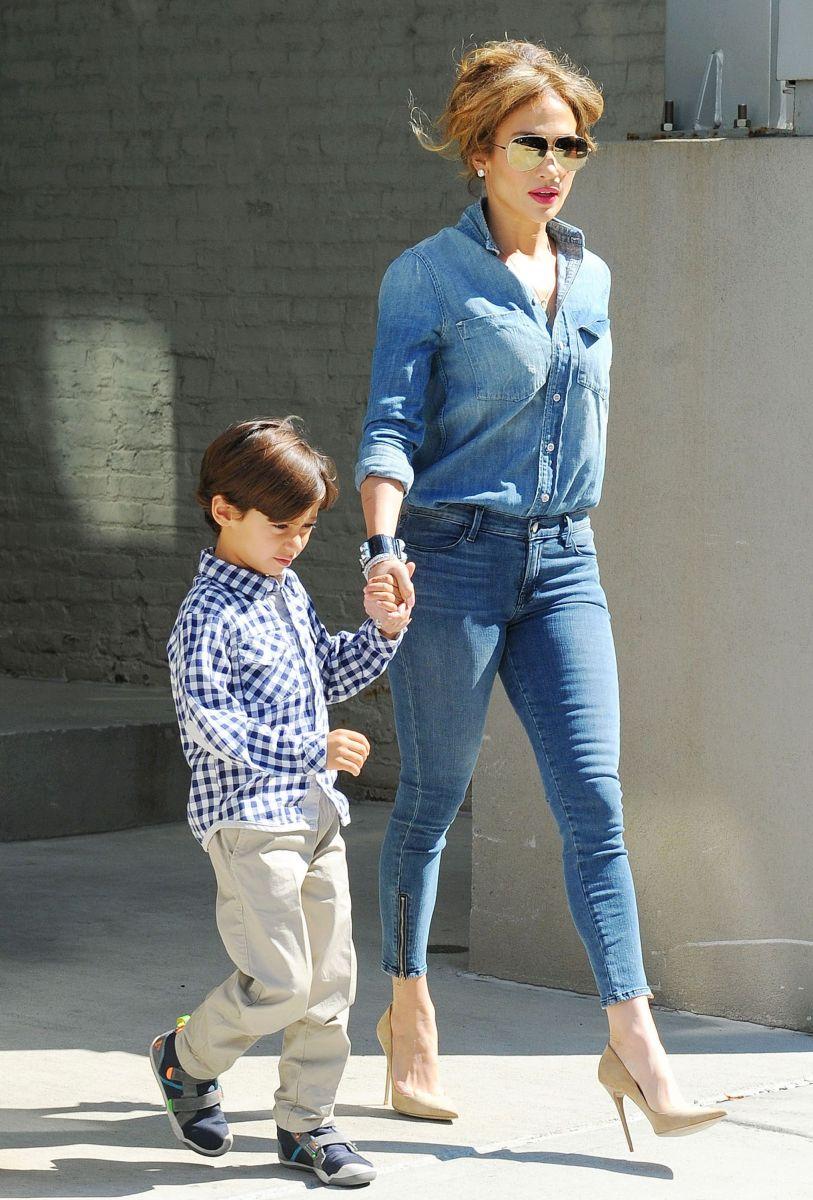 Стильная мамочка Дженнифер Лопес показала подросших сына и дочь