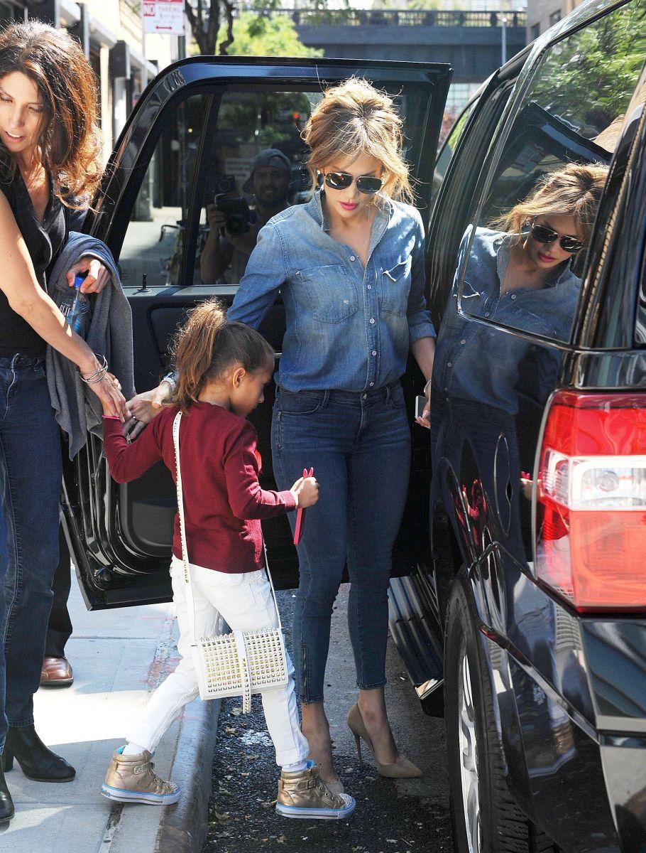Дженнифер Лопес показала подросших сына и дочь