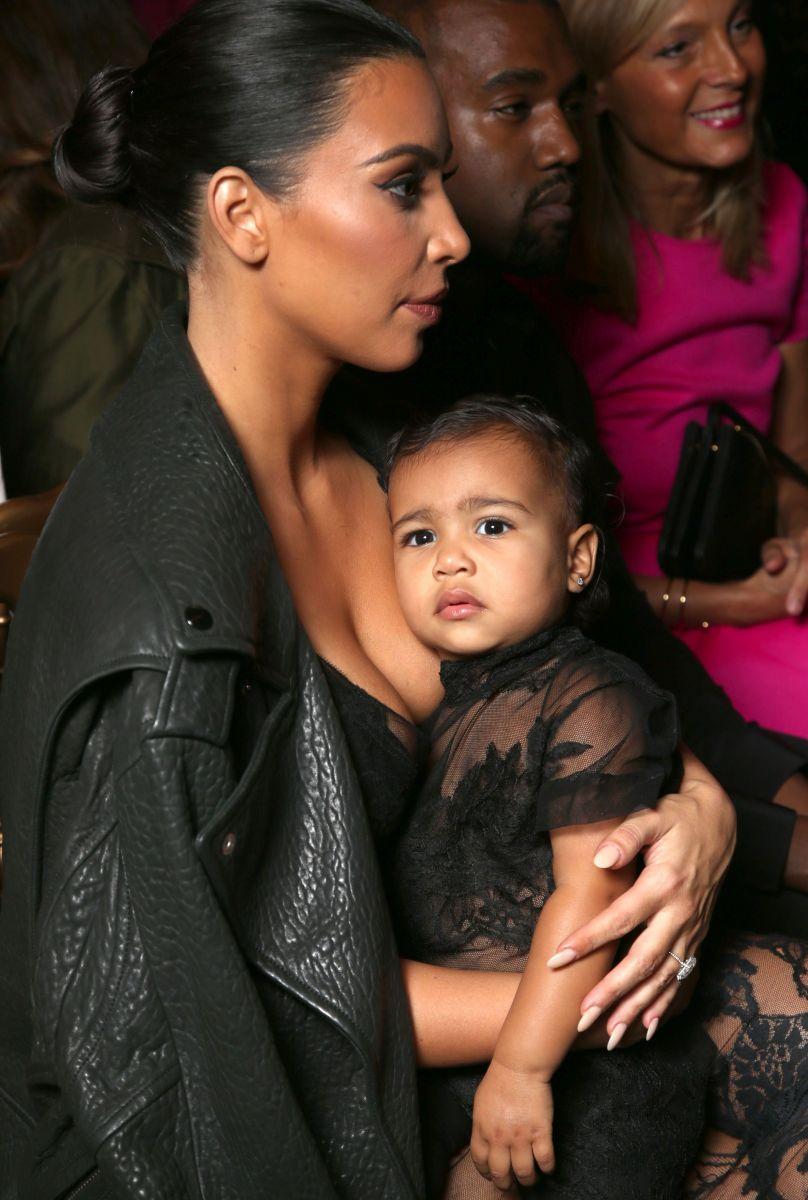 Ким Кардашьян и ее дочь блистают в прозрачных платьях