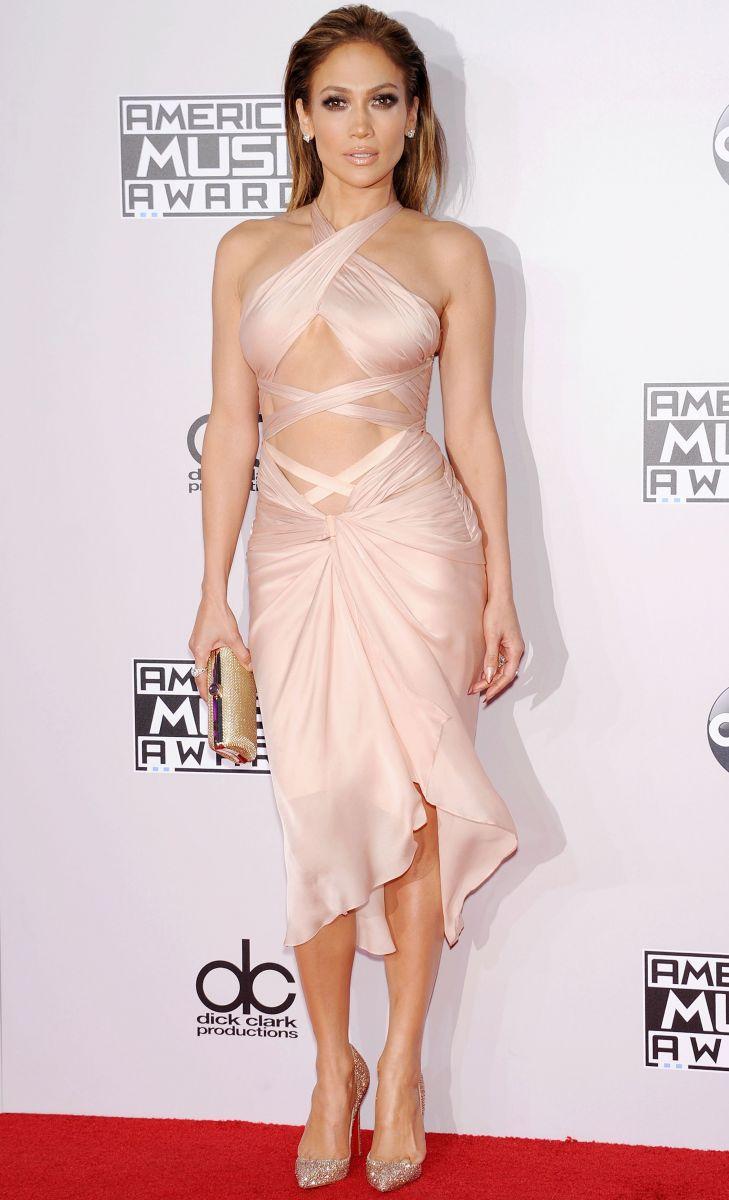 Дженнифер Лопес вышла в свет в сверхоткровенном платье