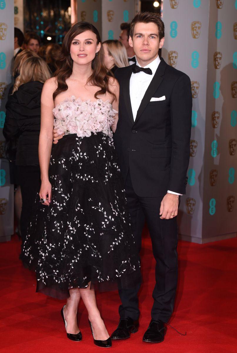 Беременная Кира Найтли продемонстрировала пышные формы на церемонии BAFTA