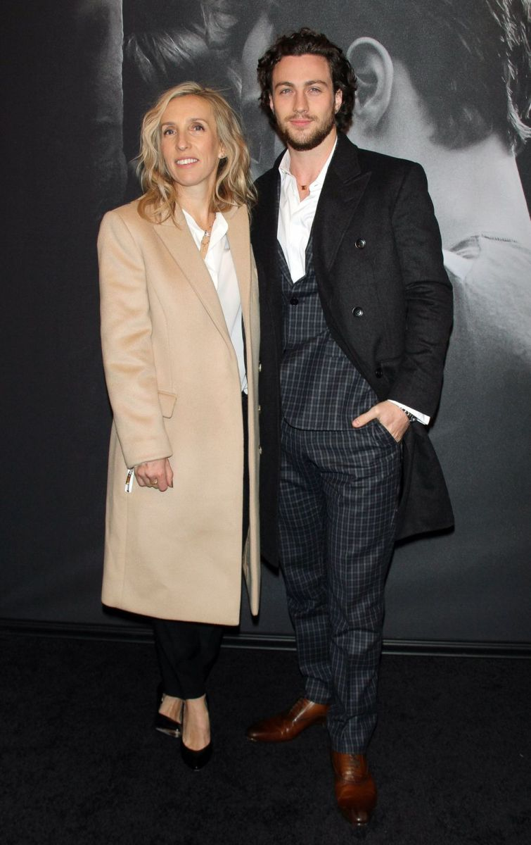 Дакота Джонсон на первой премьере «50 оттенков серого»: модный провал или новый тренд?