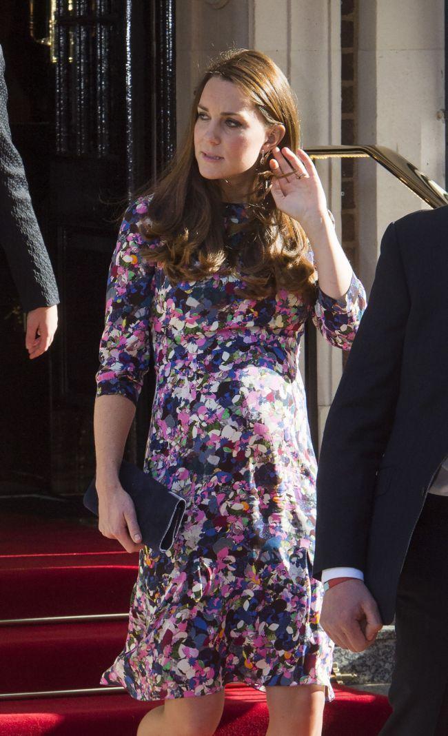 Беременная Кейт Миддлтон продемонстрировала округлившиеся формы в платье Erdem