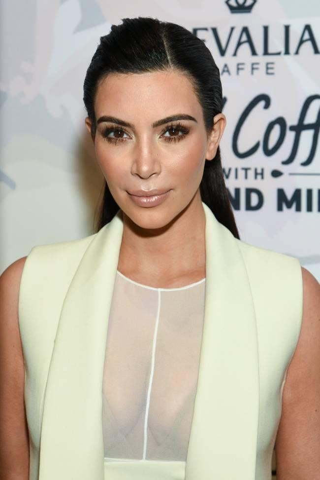Ким Кардашьян покорила публику элегантным нарядом в Нью-Йорке