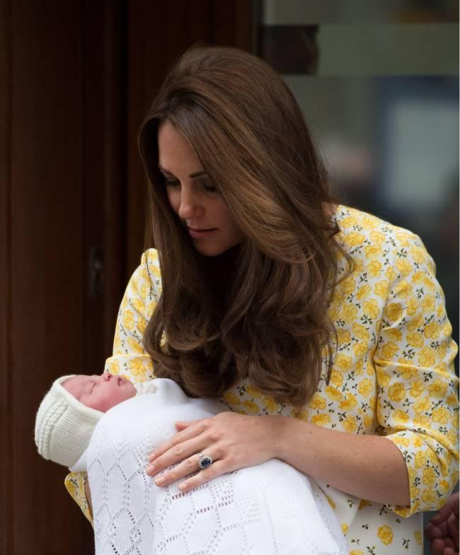 Кейт Миддлтон и принц Уильям назвали новорожденную принцессу Шарлоттой