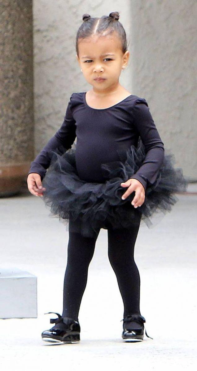 Как две капли: Ким Кардашьян с дочерью демонстрируют отменный стиль в Лос-Анджелесе