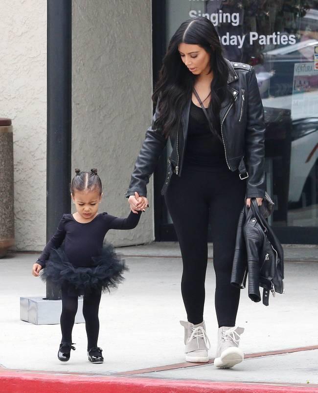 СМИ: стал известен пол будущего ребенка Ким Кардашьян и Канье Уэста