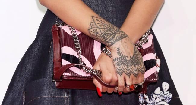 Тату от Рианны: певица стала дизайнером линии флэш-татуировок