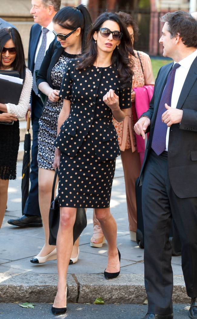 Красотка Амаль Клуни демонстрирует идеальный стиль в суде