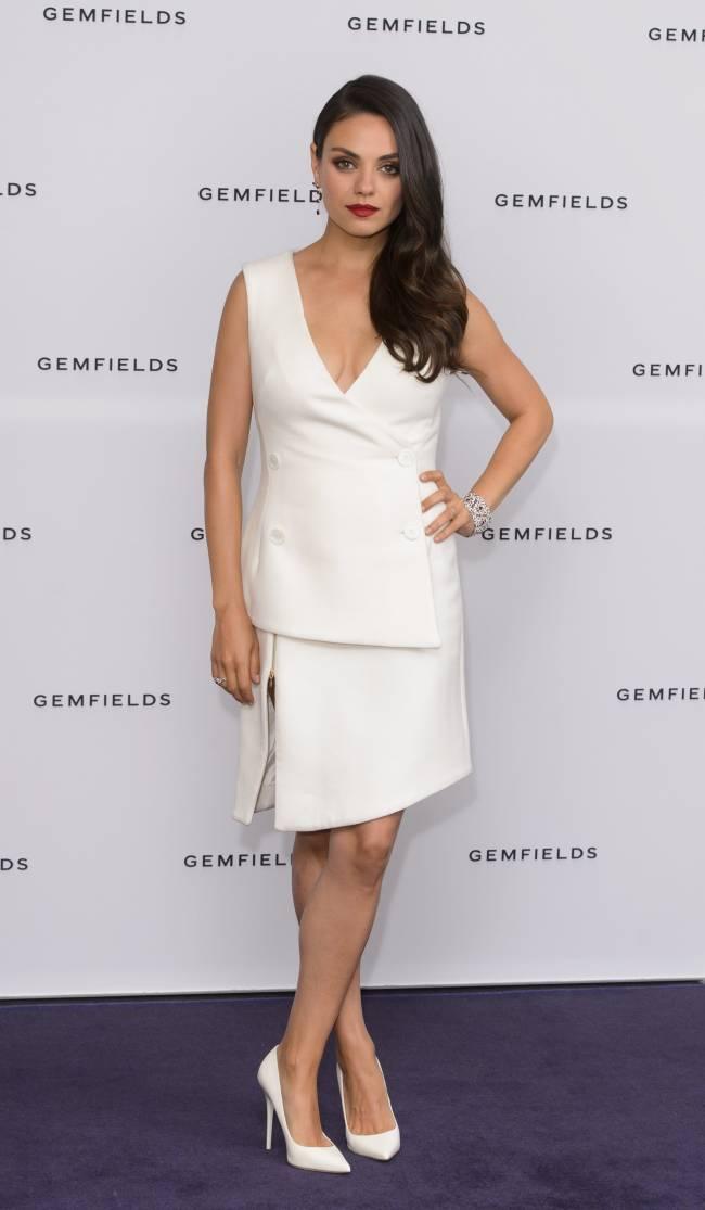 Мила Кунис демонстрирует изысканный стиль в наряде Antonio Berardi