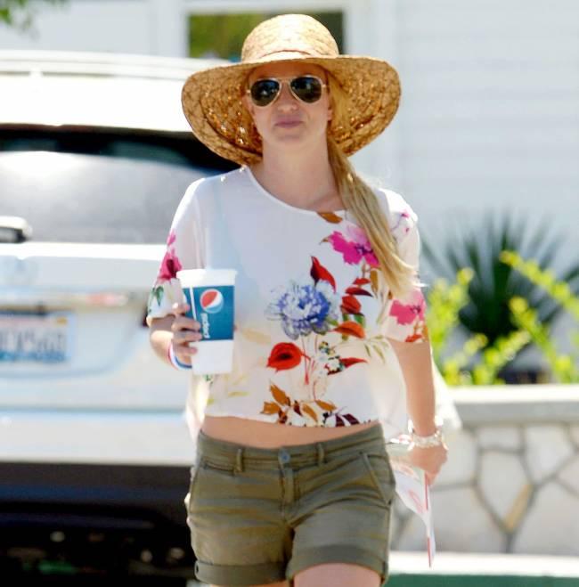 Бритни Спирс демонстрирует деревенский стиль на улицах Лос-Анджелеса (Фото)