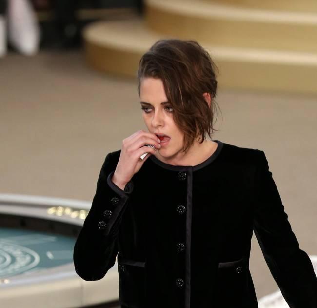 Звезда сумеречной саги Кристен Стюарт выбрала для появления на публике смелый наряд, который привлек к себе внимание многочисленных гостей вечера.