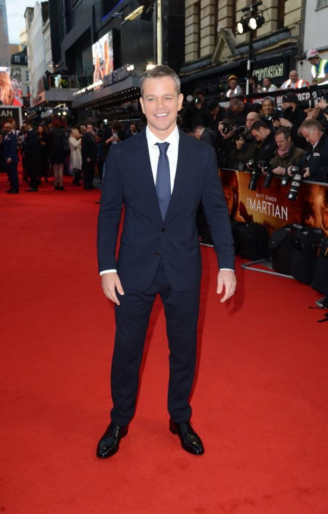 Вечно молодой: 44-летний Мэтт Деймон блистает на красной дорожке в Лондоне