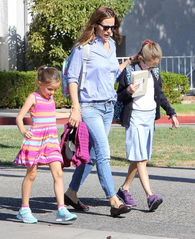 Дженнифер Гарнер появилась на публике с детьми: беременна или нет?