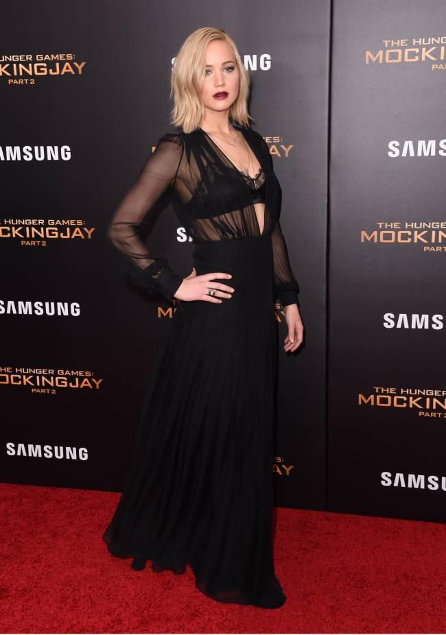 """Дженнифер Лоуренс выступила против моды на худобу: """"Актриса не должна быть тощей!"""""""
