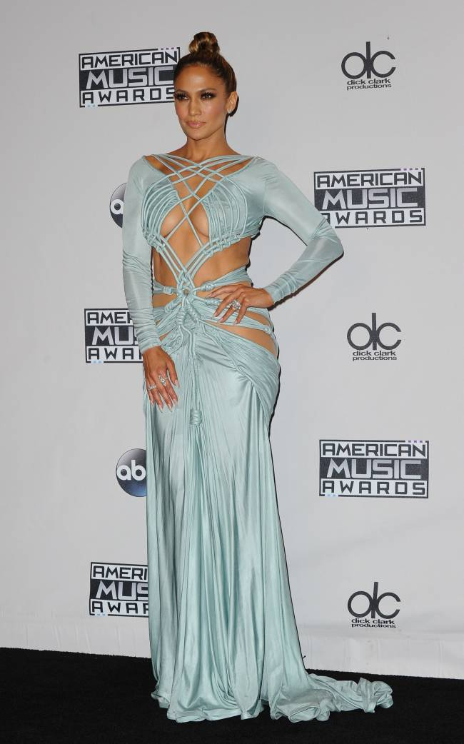Сверхоткровенно: Дженнифер Лопес появилась на красной дорожке без нижнего белья