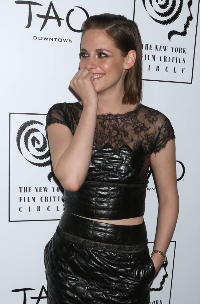 Редкие кадры: Кристен Стюарт покоряет публику счастливой улыбкой