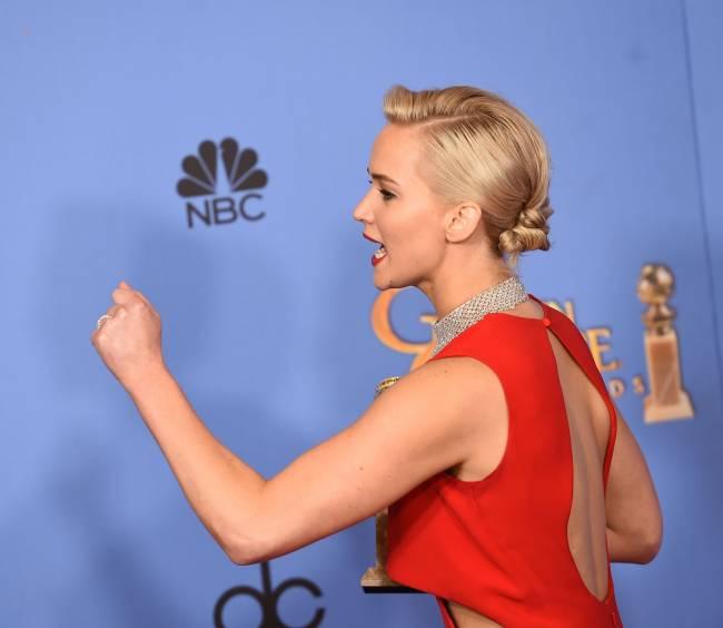 """""""Она грубиянка!"""": поклонники раскритиковали Дженнифер Лоуренс за выступление на """"Золотом глобусе"""""""