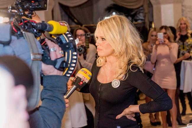 Роскошная Памела Андерсон покоряет публику на вечеринке Playboy