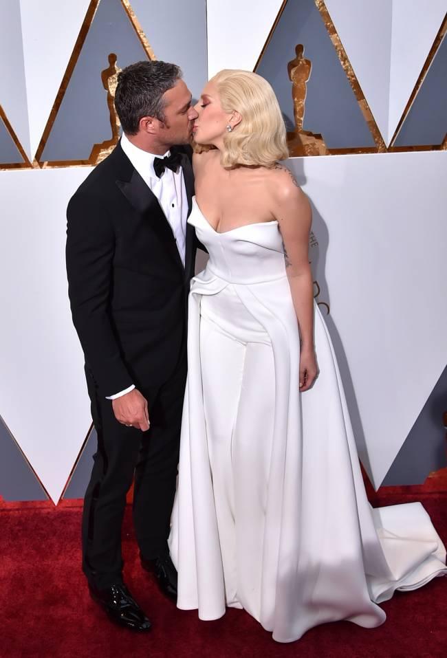 """Любовь на красной дорожке: с кем пришли звезды на церемонию """"Оскар"""""""