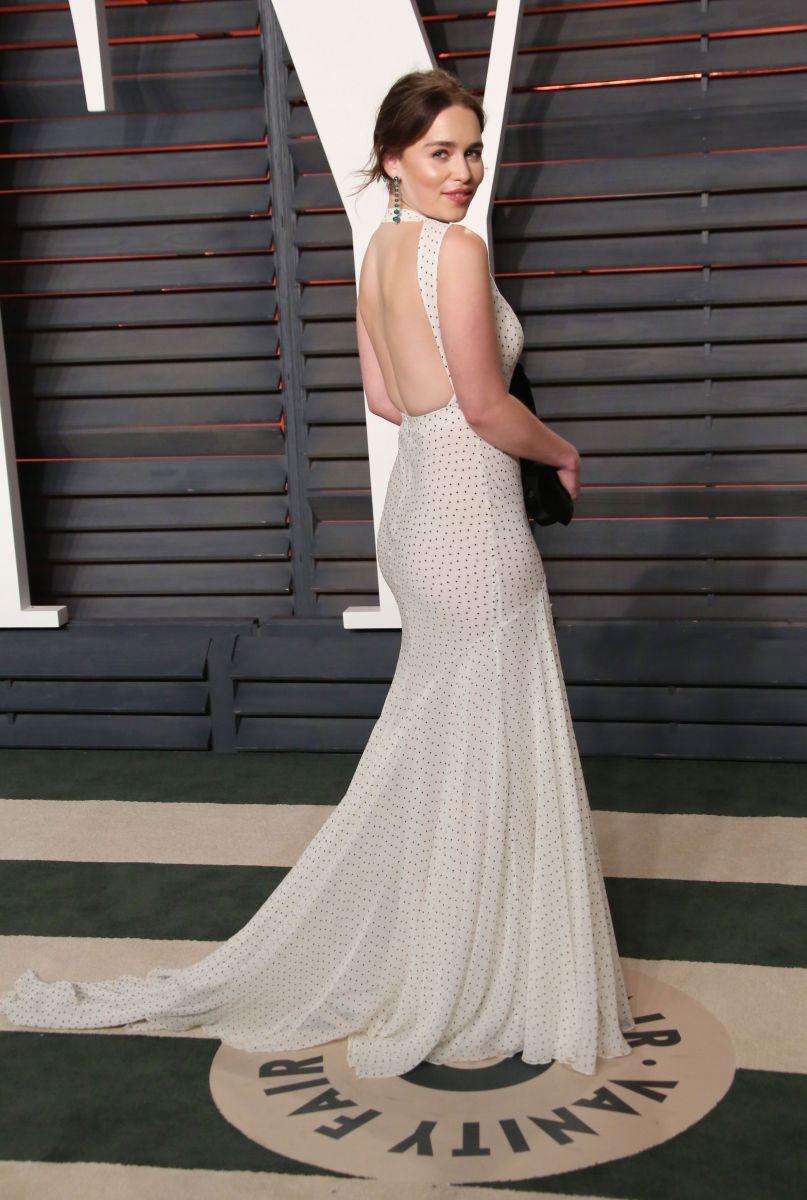 Эмилия Кларк в платье Miu Miu на вечерике Vanity Fair