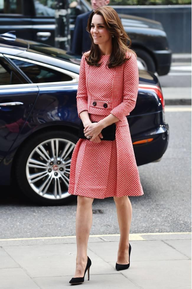 Сама нежность: Кейт Миддлтон покоряет публику элегантным нарядом