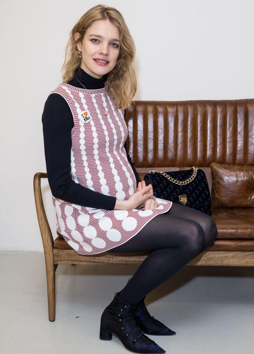 Беременная Наталья Водянова вышла в свет в экстремальном мини