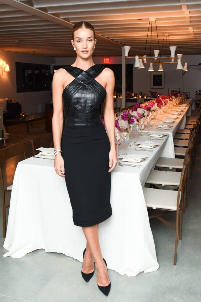 Настоящая леди: Роузи Хантингтон-Уайтли блистает в стильном наряде Brandon Maxwell