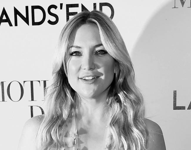 Мисс нежность: Кейт Хадсон покоряет публику элегантным нарядом