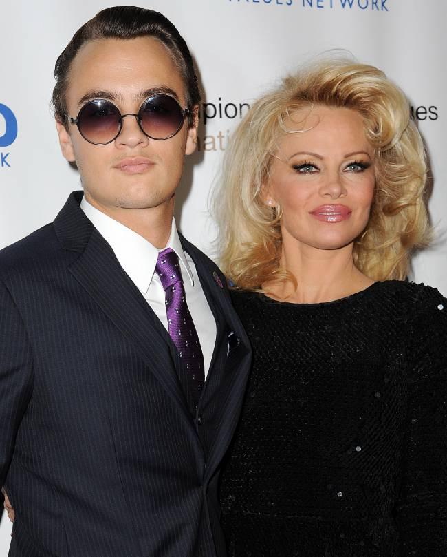 Памела Андерсон появилась на светском мероприятии с красавцем-сыном