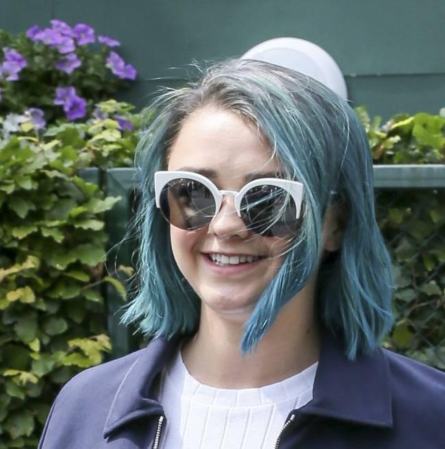 Звезда «Игры престолов» Мэйси Уильям покрасила волосы в синий цвет