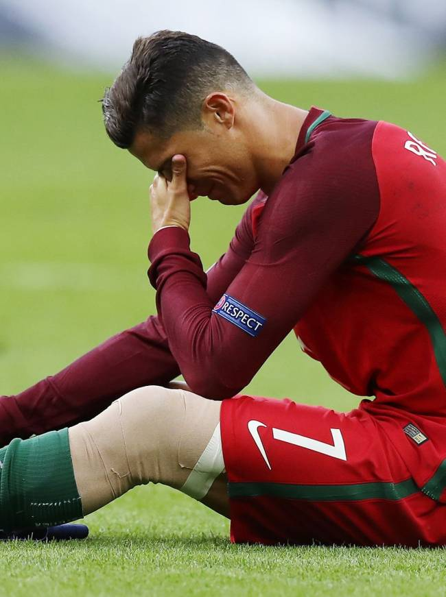 Криштиану Роналду расплакался во время финального матча ЕВРО-2016