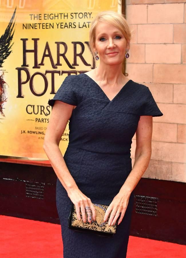 """На радость поклонников: Джоан Роулинг напишет еще три книги о героях из """"Гарри Поттера"""""""