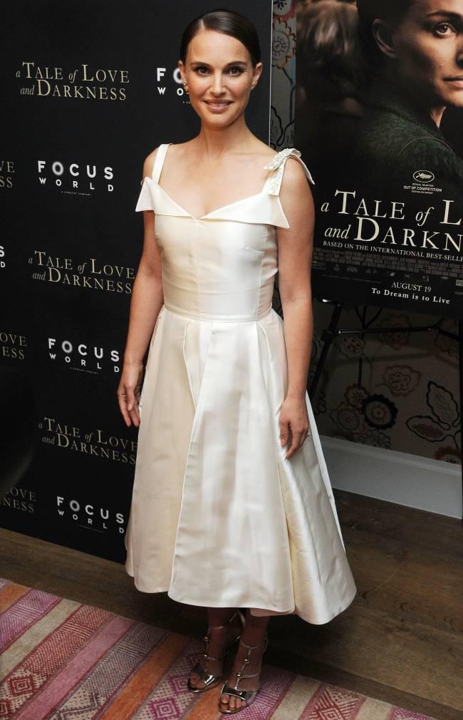 Натали Портман продемонстрировала точеную фигуру в элегантном наряде