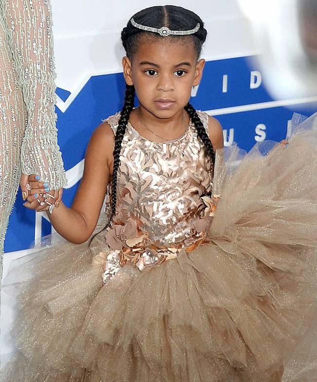 Маленькая звезда: дочь Бейонсе покорила публику роскошным нарядом на MTV Music Awards